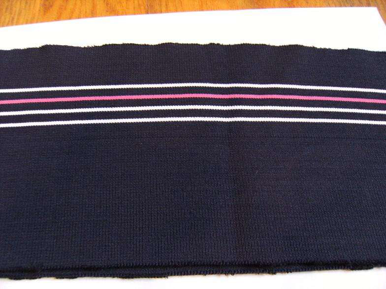 There are many styles of flat knitting rib fabrics.